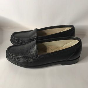 SAS Woman's black leather loafers comfort size 5.5